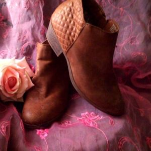 Faded Glory ankle boots 10